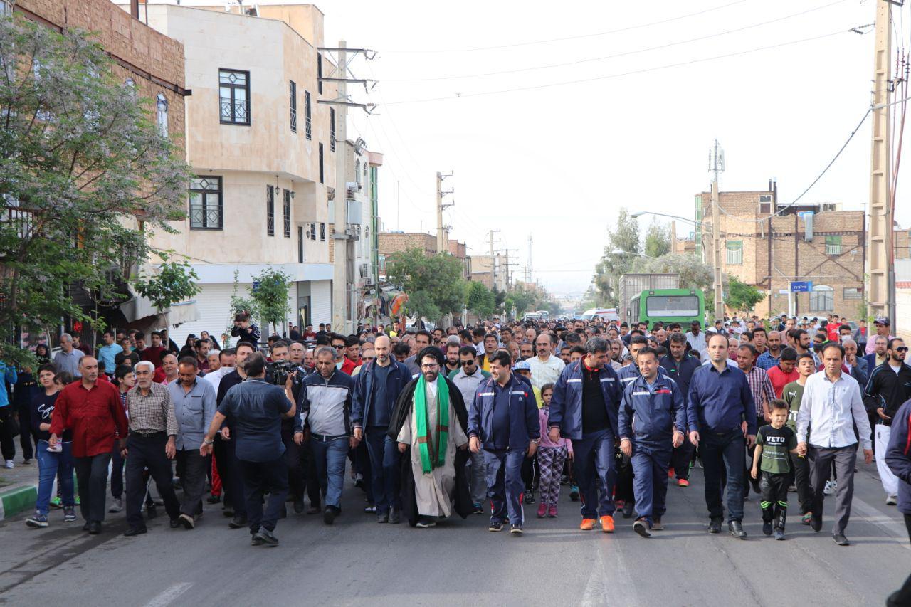 همایش بزرگ پیاده روی خانوادگی شهر قیامدشت برگزار شد.