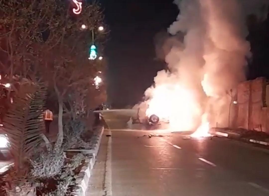 آتش گرفتن خودروی سواری پاترول در ورودی قیامدشت+فیلم